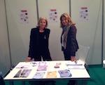 La directrice B Saxe et une bénévole Joëlle tenant le stand de l'ARD au salon de L'Etudiant à Lille.